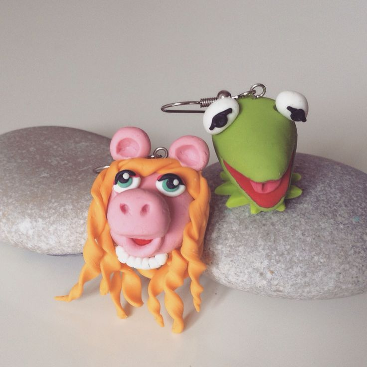 Miss piggy and kermit earring