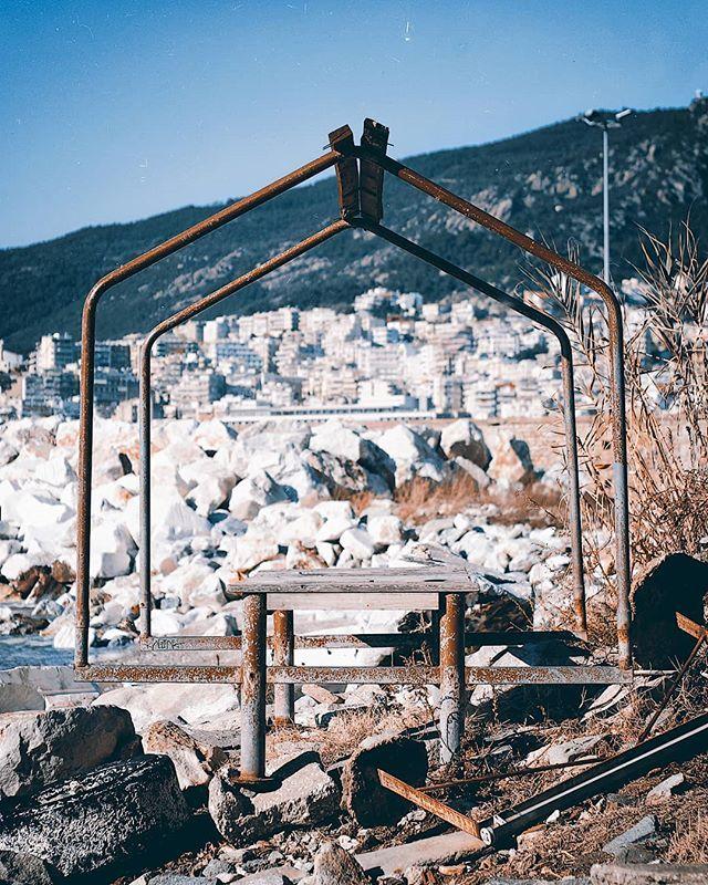 Τέλειο μέρος για πικ νικ δίπλα στο κυματάκι ιδίως για όταν βρέχει. #picnicfail #kavala #kavalacity #rust #abandoned #abandonedplaces