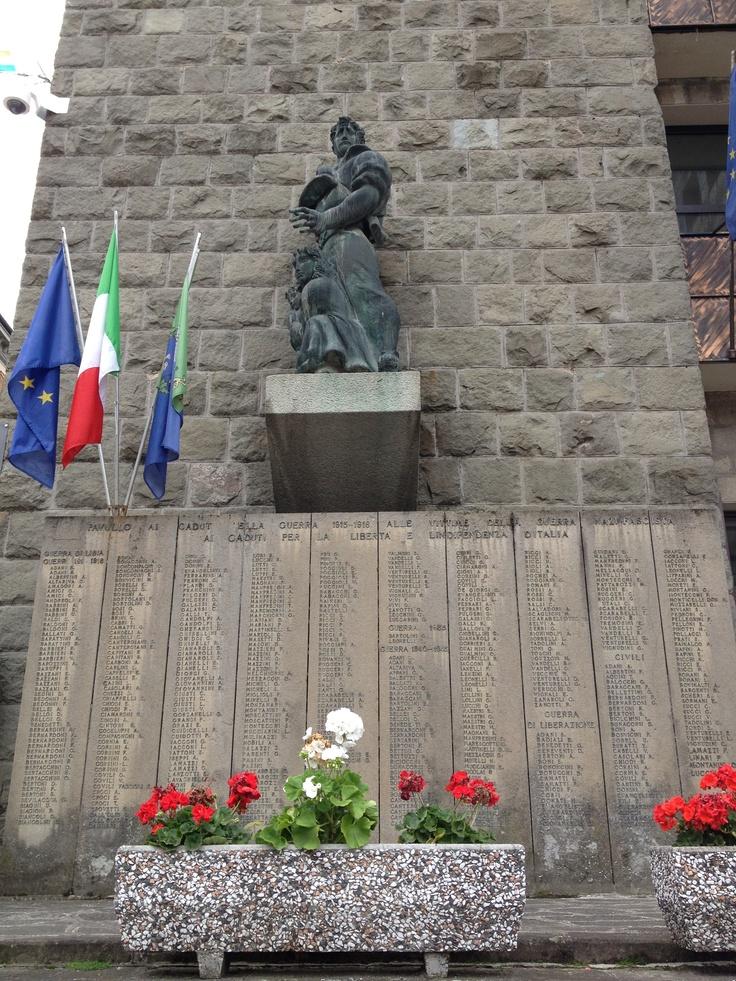 Ai caduti della guerra 1915-1918 e alle vittime della vittime della guerra nazifascista - Municipio, Pavullo nel Frignano (MO)