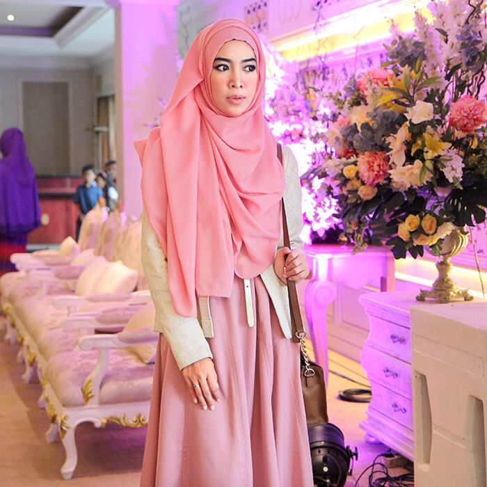 Fitri Aulia on pastel outfit. Zalfa Dress by KIVITZ.