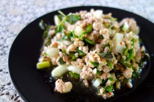 Larb moo - Minced pork meat salad - authentic Thai recipe from a street restaurant in Thailand (source: my personnal food and travel blog / vlog with recipes, authentic video recipes, street food, food and travel documentary, travel info and more. Welcome! :) )
