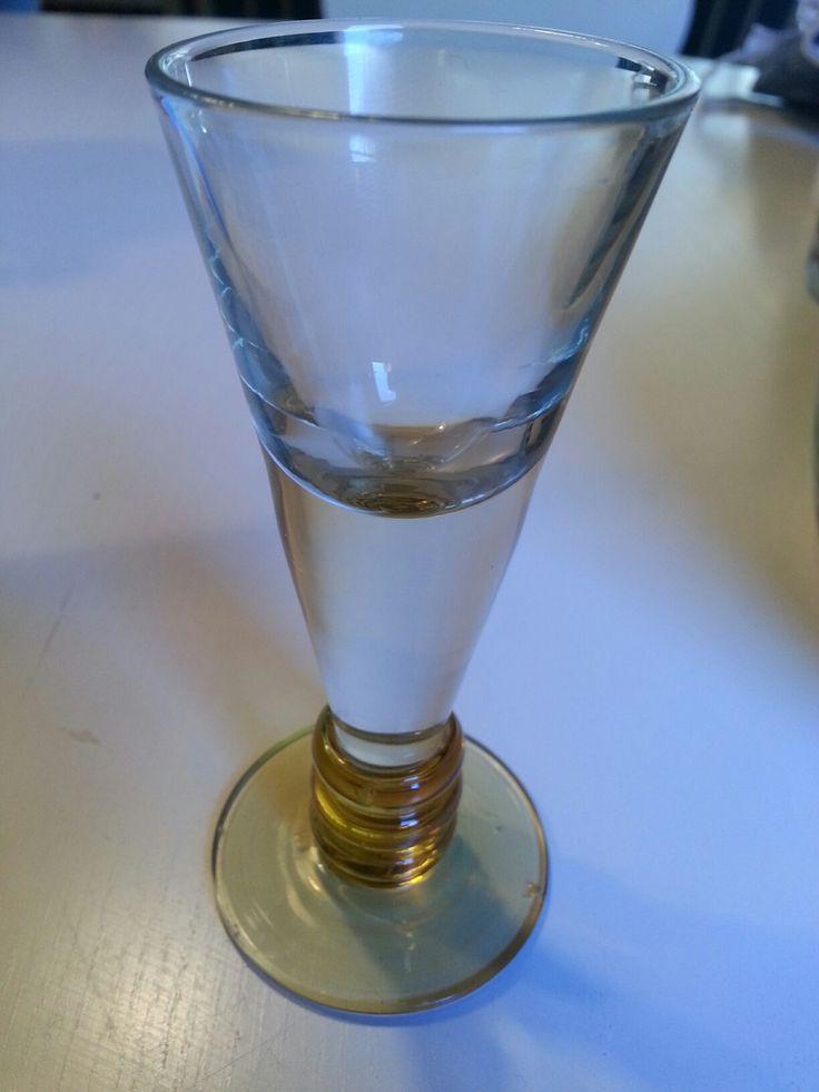"""Snapseglas fra Holmegaard fra 1938. """"Ålholm"""" 65 kr."""