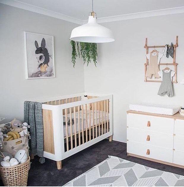 décor de chambre de bébé moderne #blanc #gris #bois #neutre   – Nursery