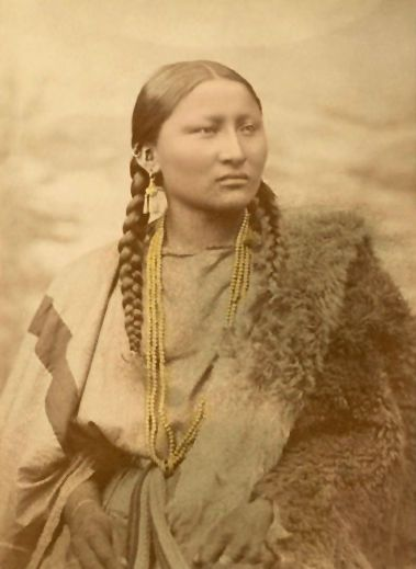 Pretty Nose - Northern Cheyenne 1880 http://www.firstpeople.us/native-american/photographs/pretty-nose-northern-cheyenne-1880.html