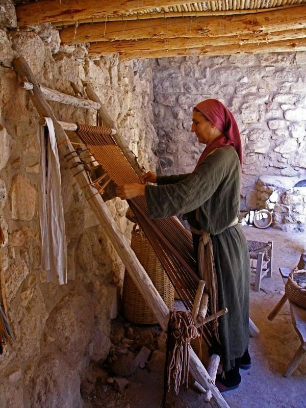 Exploring Biblical Places and Times: CRAFT IDEA: Making Thread, Dyeing, and Weaving (Article shows tips...based on New Testament materials but could work for wilderness too)