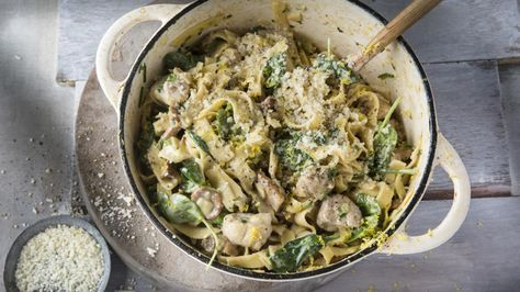 «One pot pasta»: Kremet pasta med kylling, kantareller og spinat