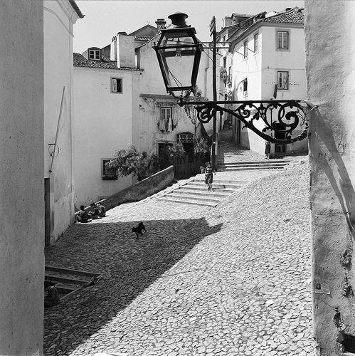 Alfama, Lisboa, Portugal | by Biblioteca de Arte-Fundação Calouste Gulbenkian