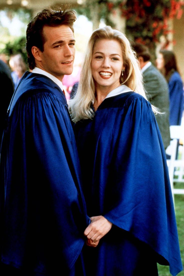 """Luke Perry as """"Dylan"""" and Jennie Garth as """"Kelly"""" in ..."""