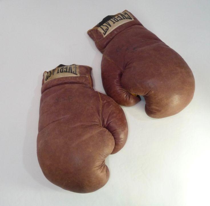 Le chouchou de ma boutique https://www.etsy.com/ca-fr/listing/481183782/gants-de-boxe-collection-vintage-annee