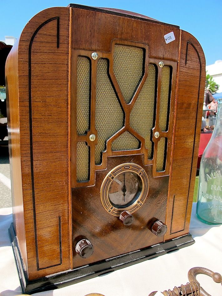 1930s era radio - reminds me of a scene in Twilight Zone