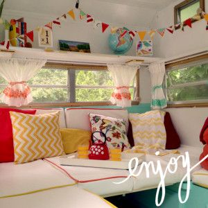 Cute little vintage camper #Caravanity