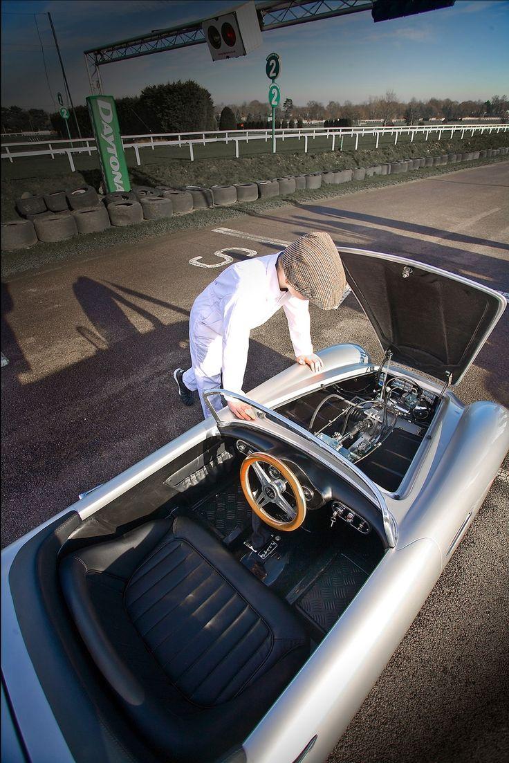 Aston Martin para crianças: modelo inspirado nos DB tem 2,5 metros de comprimento e motor de 110 cm³ que chega a alcançar os 74 km/h