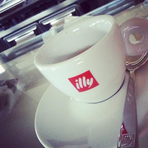 ... illy, il nostro caffè! #latteestelle @latteestelle