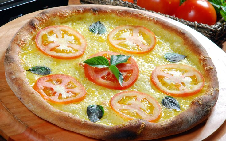 A sight for hungry eyes.Tomatoes Pizza, Delicious Tomatoes, Cata-Vento De Pizza,  Pizza Pies, Following Me, Nice Food, Hungry Eye, Pizza Rápida, Delicious Food