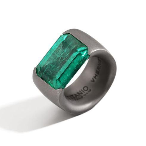 Vhernier-anello-Flower-smeraldo_ titanio