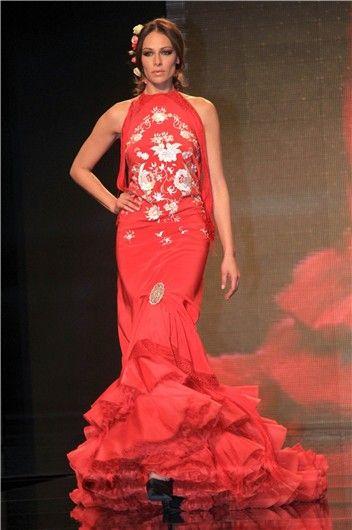 Eva González desfila vestida de flamenca en SIMOF 2013.#batadecola de Lina. www.lina1960.com