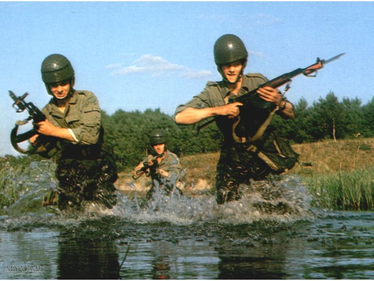 Polish People's Army commandos crossing a stream.