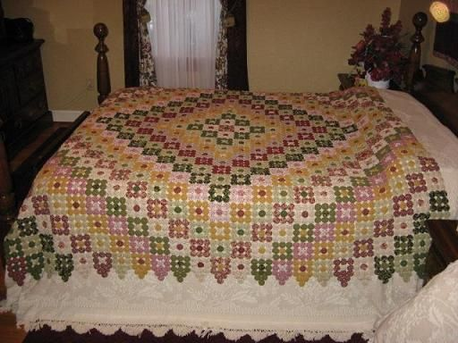 Lovely yo-yo quilt. The site says it was made by an 80-year-old woman and her daughter.