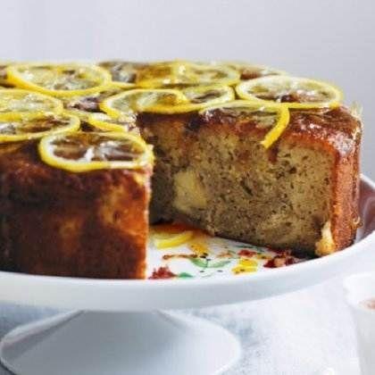 Κέικ με μήλα και σιρόπι λεμονιού