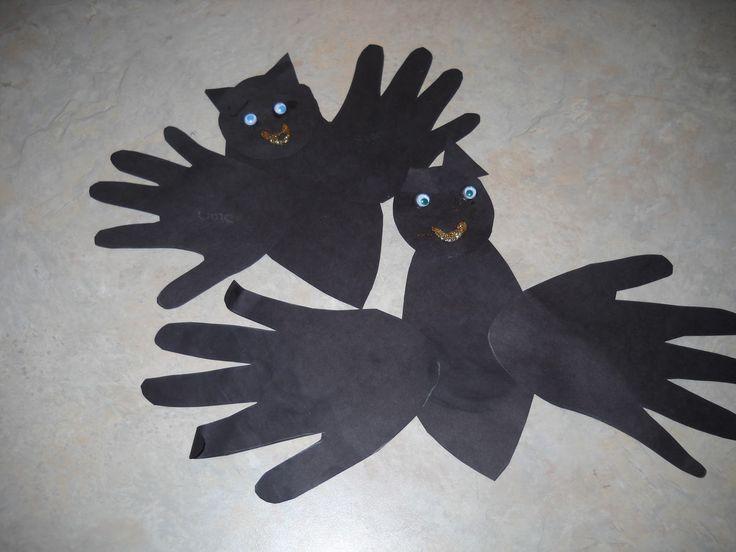 Easy Preschool Bat Craft