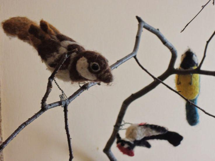osem ruk doma: felted birds