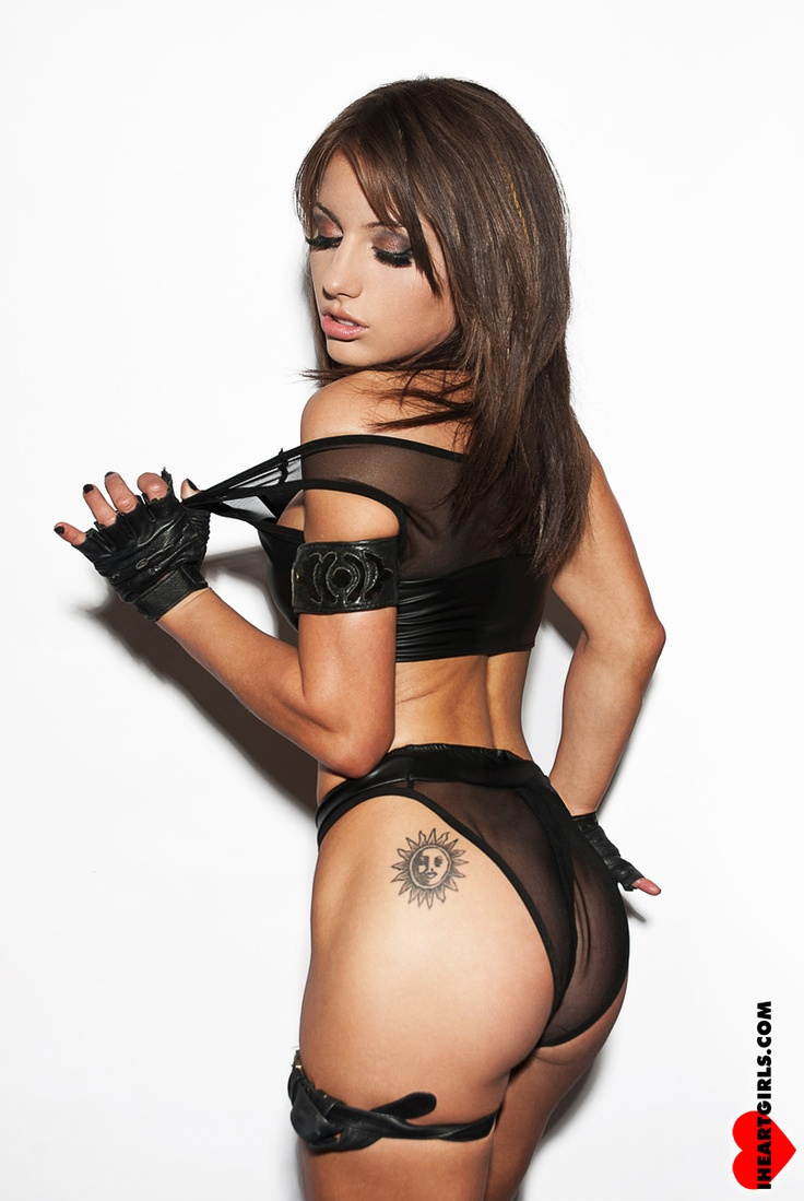 Sexy dj milana topless concert djset - 1 7