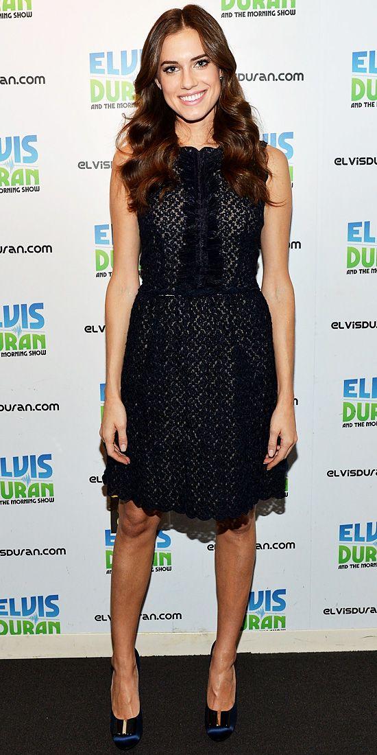 Allison Williams looked pretty in her Valentino dress