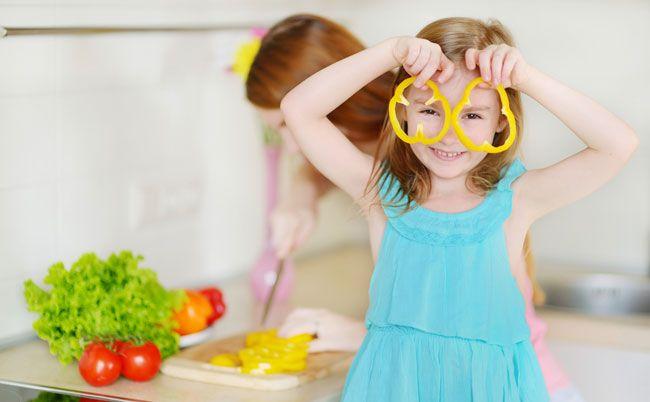 3 Mity na temat dzieci na diecie wegańskiej. MIT #1 Dzieciaki potrzebują wapnia. (FAKT: z roślin można go czerpać równie dobrze jak z mleka). MIT #2 Dzieciaki potrzebują białka. (fakt: Rośliny także są źródłem białka. Fasola, orzechy, tofu, tempeh, soczewica, groch i produkty pełnoziarniste itp). MIT #3 Prowadzenie diety roślinnej u dzieci jest ryzykowne dla zdrowia. (fakt:Instytuty ds. żywności dawno udowodniły, że  dieta roślinna jest zdrowa). A Ty co myślisz? #weganizm #dzieciweganie