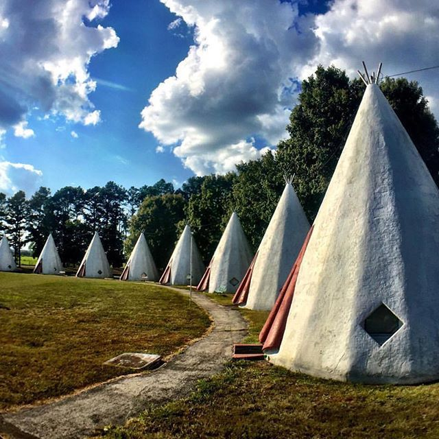 Sleep in a wigwam at the Wigwam Village! One of the most unique motels in Cave City, Kentucky. Thanks for sharing, instagrammer @sharelouisville. #travelKY
