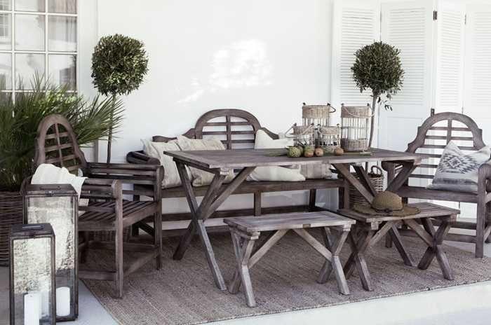 Свою новую коллекцию великолепных товаров для дома шведский бренд Artwood показал на примере оформления невероятно вдохновляющего пляжного дома. В этом чудо-коттедже заправляют контрасты — снежно белые стены и пол перекликаются с темной кожаной и деревянной мебелью, а также слегка грубоватым текстилем из мешковины. Винтажный стиль все больше завоевывает сердца покупателей по всему миру, а Artwood …