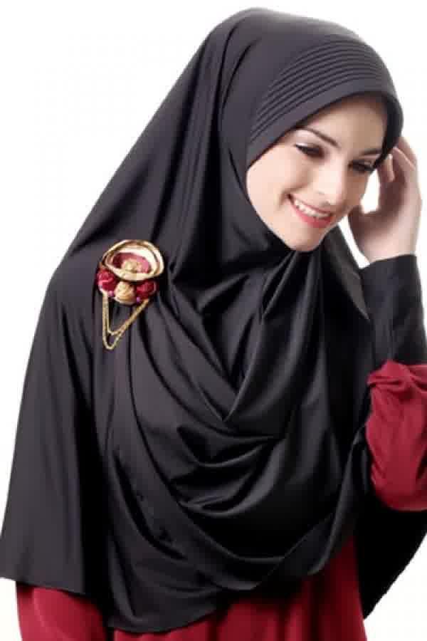 Azka Hijab B02 - Hitam Rp. 79.000 Bahan : Spandex. Variasi : Bergo panjang model belah depan, Dengan sisi kanan depan lebih pendek dari yang kiri sehingga mudah di kreasikan sesuai selera. Cocok digunakan untuk acara santai maupun formal stylish dan tetap syar'i, TIDAK TERMASUK BROS. Ukuran : Menutup Perut (panjang dari dagu sampai bawah 65 cm.) Informasi & Pemesanan: sms/wa 0823 2838 4495 / 0888 683 2410 Temukan koleksi kami lainnya di www.butikkhalila.com