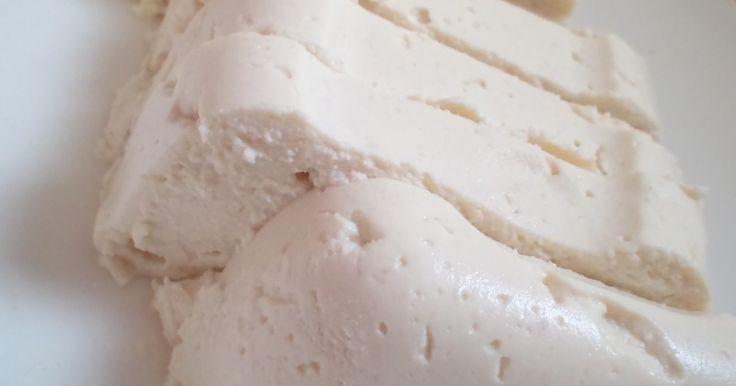 パトリシオ・ガルシア・デ・パレデスさんの黄金比率な豆腐クリームを参考に、甘味と寒天を足し、少し固めなにアレンジ☆
