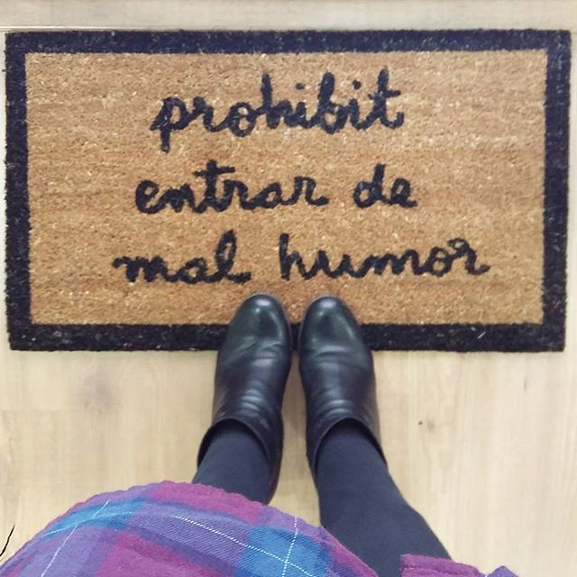 Prohibit entrar de malhumor!!! Perquè cada dia pot ser un gran dia!!! Catifes d'entrada per casa, l'oficina, amb frases divertides i que t'arrancaran un somnriure! ! Tenemos muchas NOVEDADES en la tienda! Os presentamos las alfombras más divertidas del mundo mundial para poner en casa, la oficina...y que cada día te arrancarán una sonrisa!!! De momento sólo disponibles en Catalán! sweetmoma.com #novetats #encatala #funny #regalsdivertits #regals #catifes #new #sweetmomabcn #mola