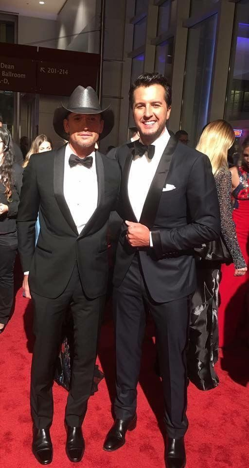 Luke Bryan & Tim McGraw - 50th CMA's Awards - 11/02/16