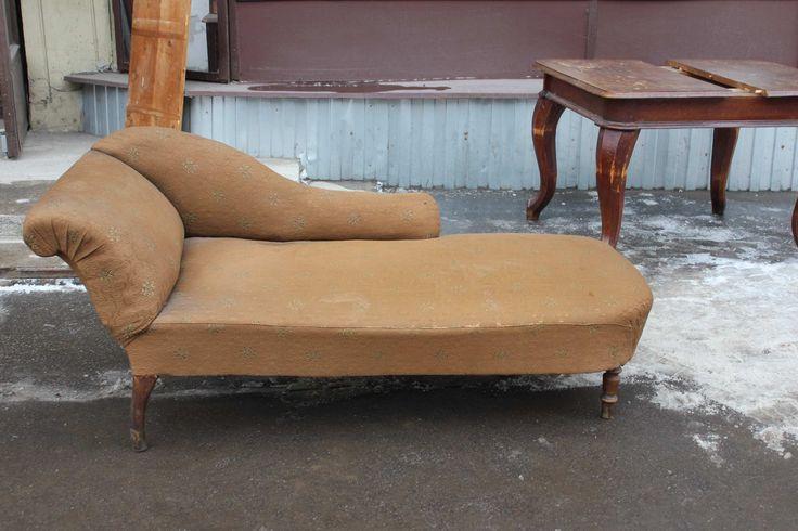 Антикварные диваны и кресла, кресло качалка, банкетки, старинные антикварные рабочее кресло