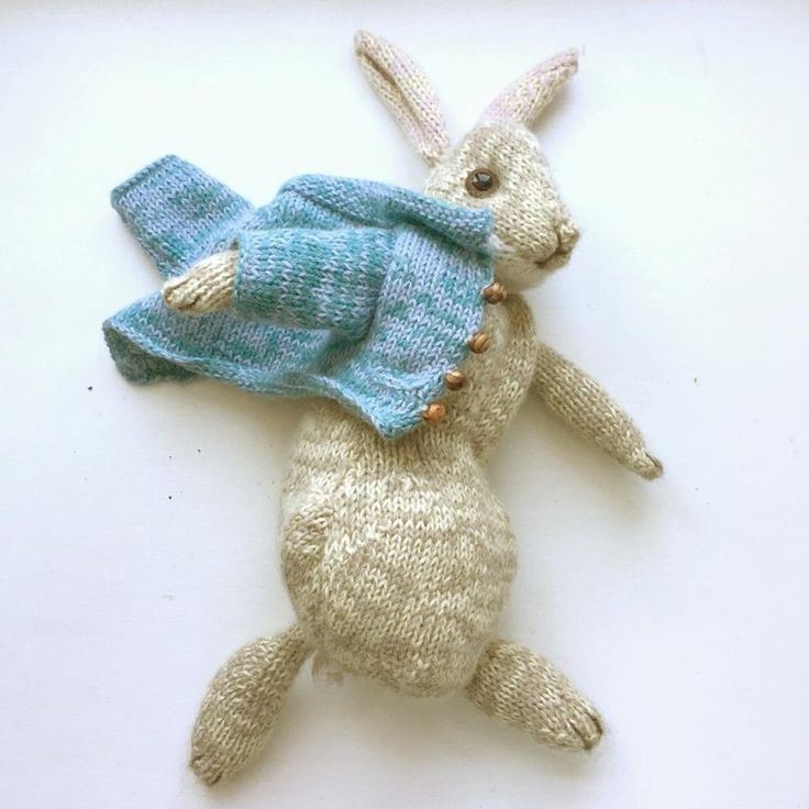 Peter Rabbit Knitting pattern by Dot Pebbles