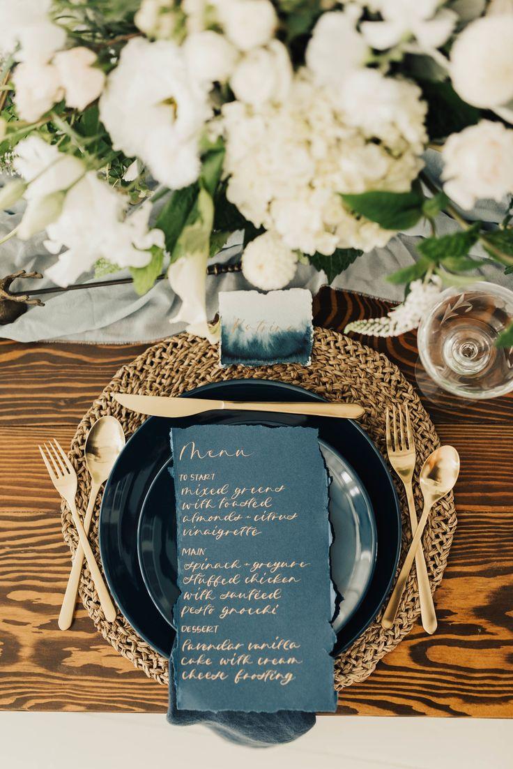 Gold and navy place settings with ombre escort cards #wedding #weddinginspiration #weddingdecor