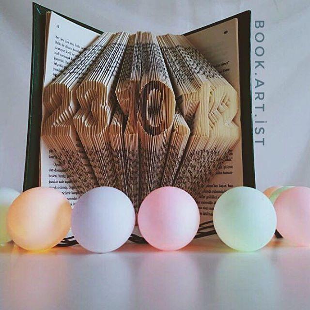 📔📔 ✔Kişiye özel tasarımımız vardır. ✔Bilgi ve sipariş için Dm veya e-Mail atabilirsiniz. . . . #tarih#date#kitap#book#folding#katlama#kitapkatlama#bookfolding#bookshelf#booking#bookstore#kitapkokusu#kitapsevgisi#kitaplarheryerde#sanat#gorselsanat#gorselsanatlar#kisiyeozel#foldingpaper#tasarım#emek#kişiyeözel#hediye#gift#armağan#kutlama#süpriz#roman
