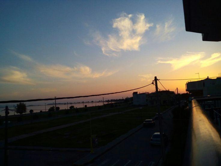 """""""Πήδα και πέφτοντας βγάλε φτερά"""" Photo:Natalia Lungu #colourful #sky #sunset #mesologgi"""