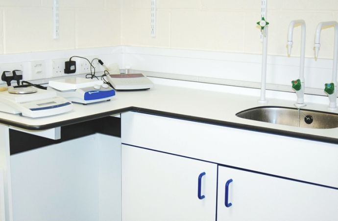 Lab tables featuring Laminex Chemical Resistant White in Sussex University, UK.
