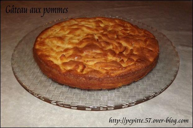 """750g vous propose la recette """"Gâteau ultra moelleux aux pommes"""" publiée par Pépite57."""