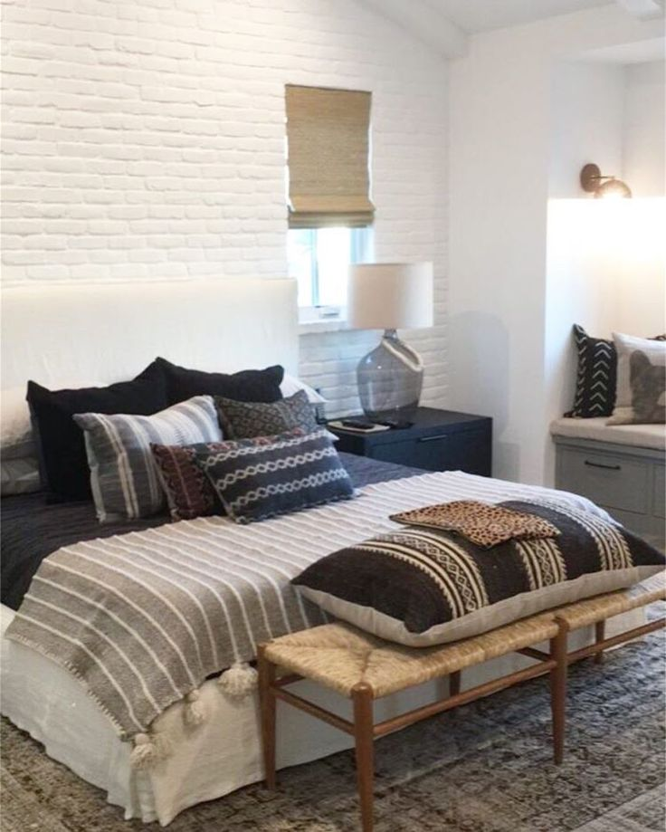 Bedroom Lamps Gold Coast: 1000+ Ideas About Bachelor Pad Bedroom On Pinterest