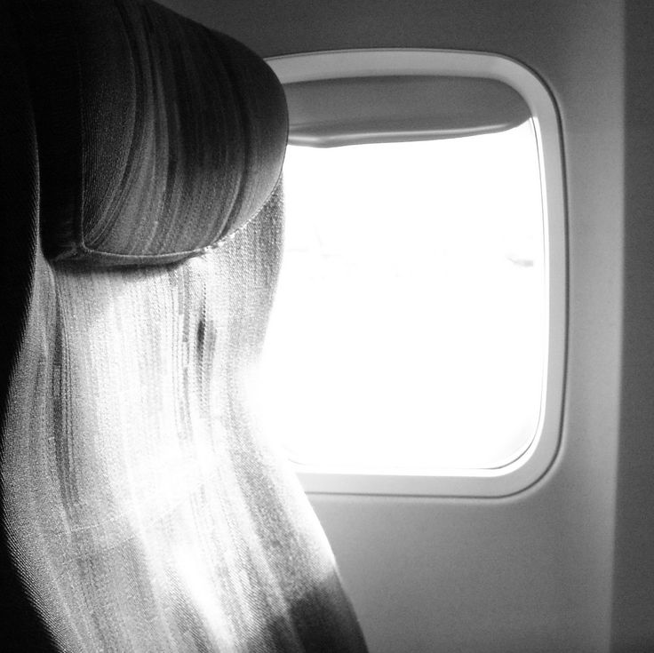 10 Ways To Sleep On The Plane Comfortably nn Have you ever been on a plane and tried very hard to sleep with no success? Everybody has! Airplanes are crowded, noisy places and trying to get some zzzs while on one can be quite a challenge. However, getting a good sleep while flying is the best way to avoid jet lag during a long flight. It...