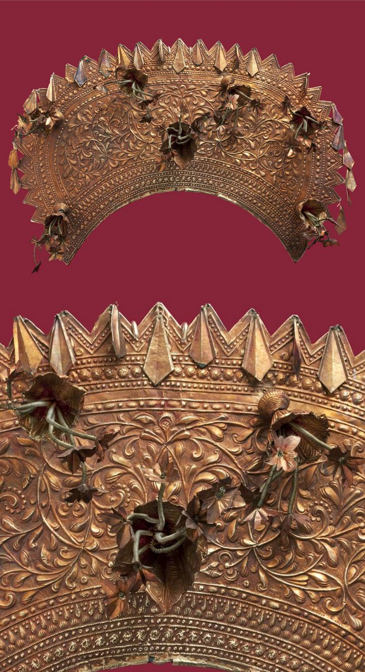 Indonesia | Crown; gold with brass backing | Late 19th - early 20th century | Minangkabau people, West Sumatra || {GPA}