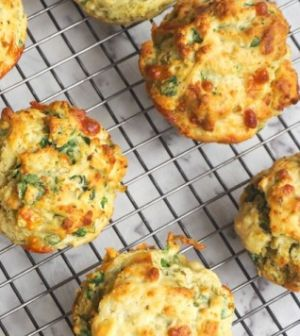 Hartige muffins met kip en broccoli