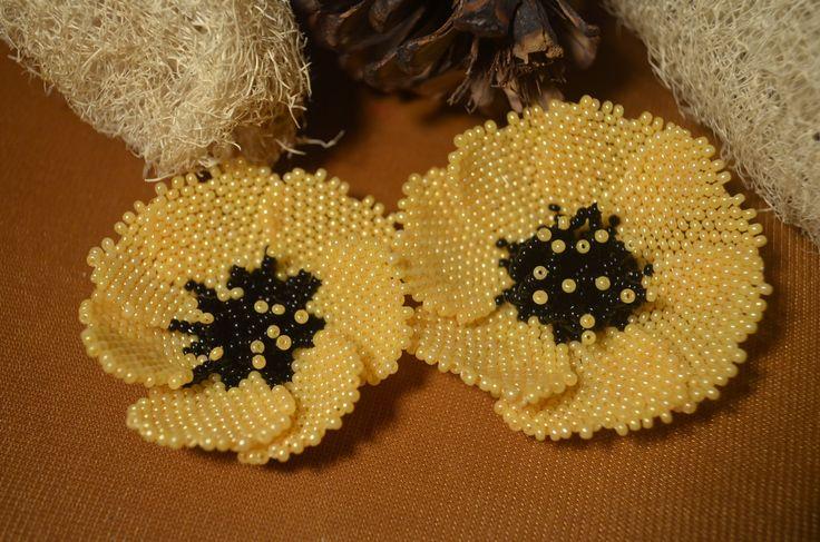 Цветок из бисера. Бисероплетение.  Мастер - класс / Flowers from beads. ...