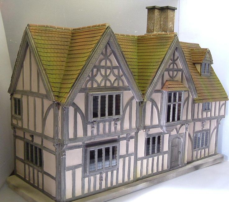 Tudor Dolls House. Lovely...
