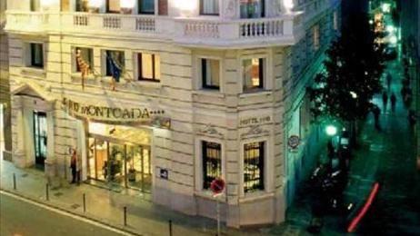 Zeer persoonlijk en leuk boutique hotel met goed ingerichte en compleet gerenoveerde kamers en bijzonder goed gelegen bij de levendige Gotische wijk. - See more at: http://vakantienaar.eu/t-Hotel+H10+Montcada+Barcelona/Spanje/3-Barcelona#sthash.3AeUANGo.dpuf