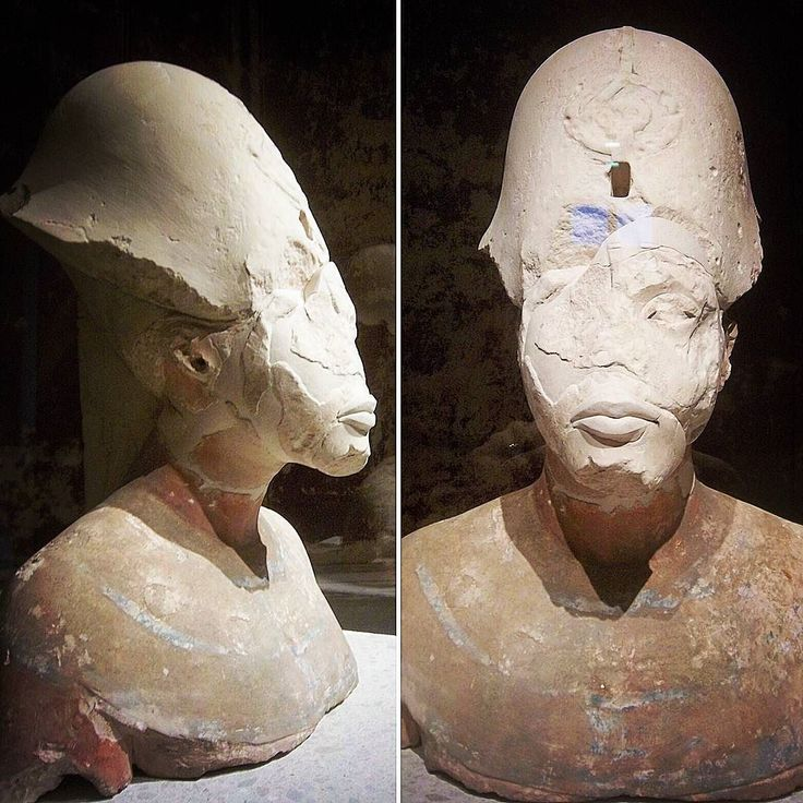 The beautiful and striking bust of #Akhenaten 18th Dynasty pharaoh and husband to #Nefertiti and father of #Tutankhamun at the #NeuesMuseum in #Berlin  #germany #museum #egyptology #sculpture #ancientegypt #aten #drama #archaeology #art #exhibition #twoface