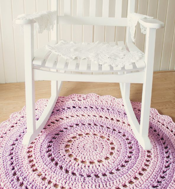 Crochet mandala rug free pattern at Craft Tuts, featured @savedbyloves